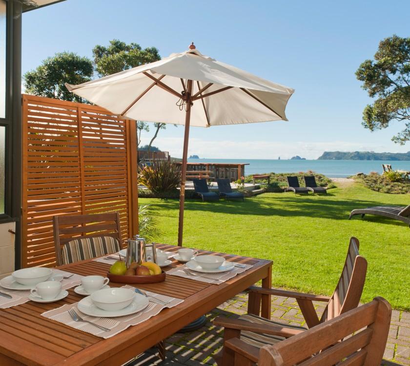 beachfront-resort-beachfront-unit-patio-hr-