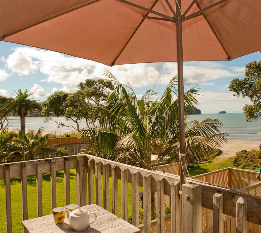 beachfront-resort-king-beachfront-unit-balcony-hr