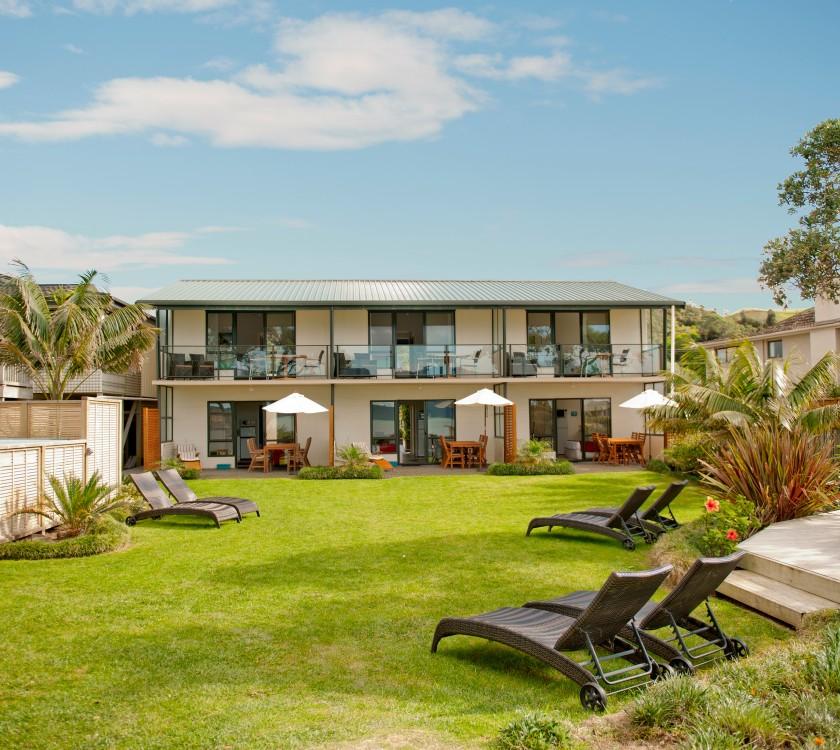 beachfront-resort-property-grounds-hr-_0