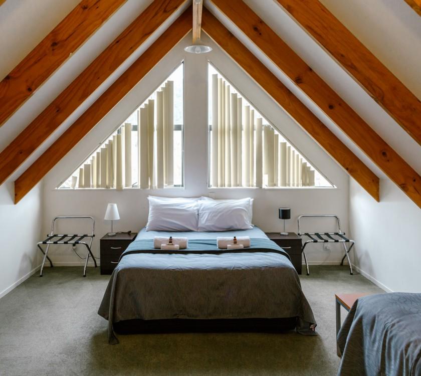 sunset-motel-thames-u9-bedroom-4